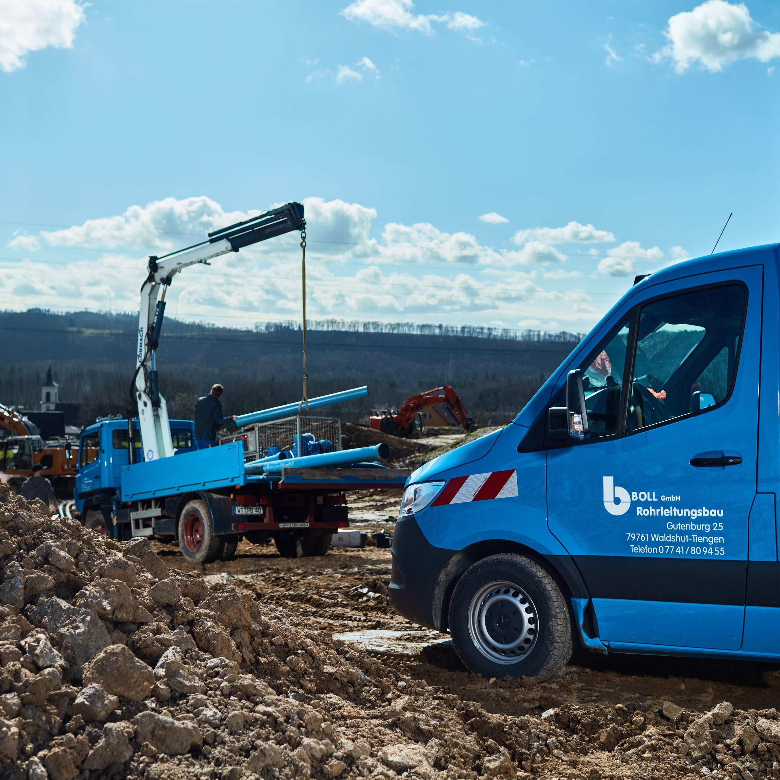 Fahrzeuge Boll Rohrleitungsbau auf einer Baustelle